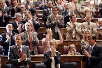 La Spagna approva definitivamente i matrimoni gay | Foto da elpais.es