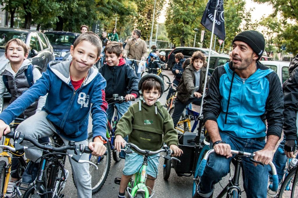 In bici a scuola a Milano
